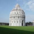 Pisa -- Baptisterium in der Sonne