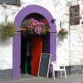 Kinsale -- Bunter Eingang