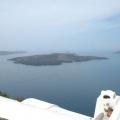 Santorin -- Kraterrand - Blick auf die Vulkaninseln