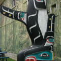 Vancouver Island - Duncan -- Totem mit Orca